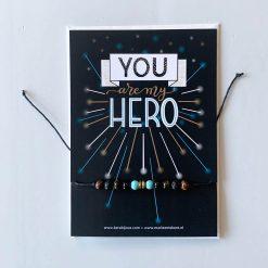 kaartje You are my hero met armbandje